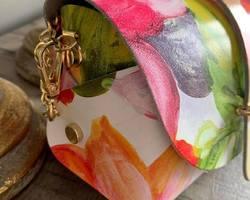 petit sac en cuir fleuri