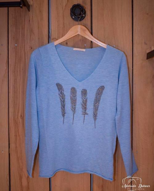 pull plumes bleu ciel